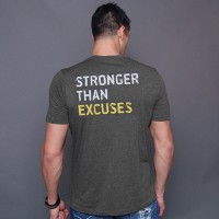 camiseta stronger than excuses - Kaufe Online bei MOREmuscle