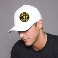 gorra logo plate lateral - Compre online em MASmusculo