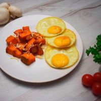 Sweet potato with free range eggs xl